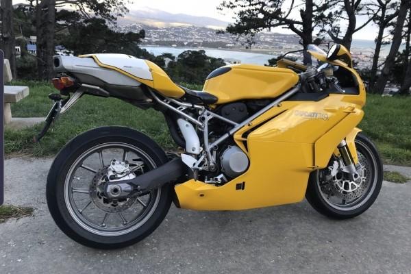 Motorcycle Ducati 749s