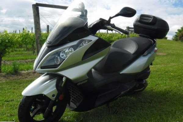 Motorcycle Kymco Downtown 300