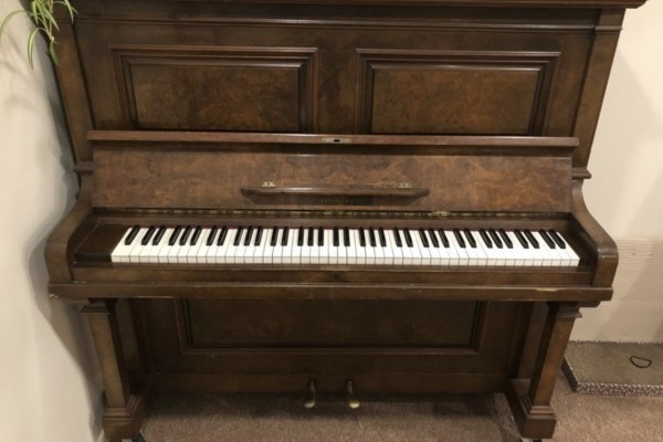 Upright piano, has little wheels
