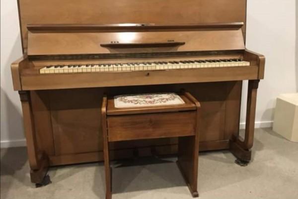 Barratt and robbinson piano
