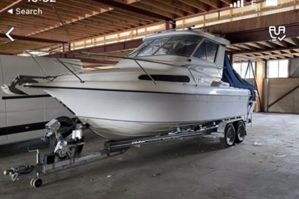 Motor boat 7.2 mtr Haines Hunter hard top