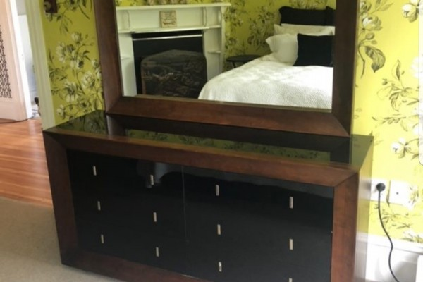 Dressing table/bed