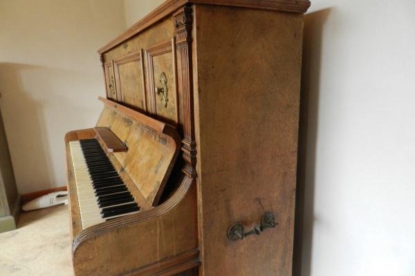 E Belling Piano