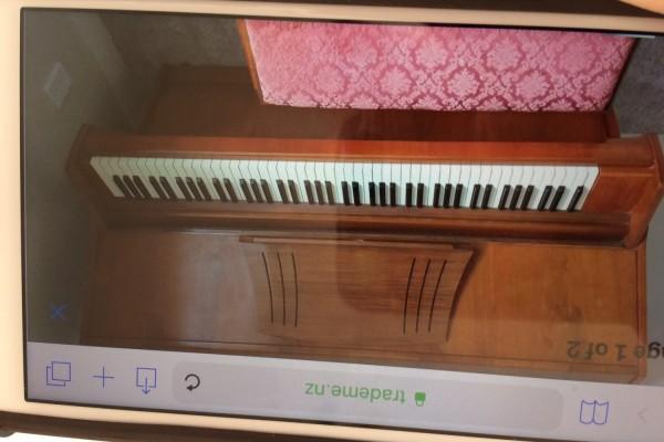 Compact upright piano