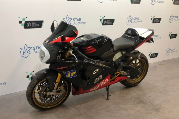 Motorcycle Aprilia RSVR (Non running, but is rolling, has very bent fr...