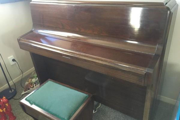 Khight upright piano