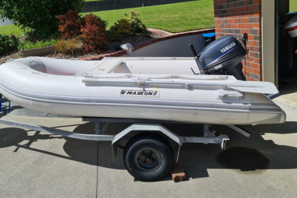 Inflatable boat 3.1 m Maxxon Inflatable on road trailer