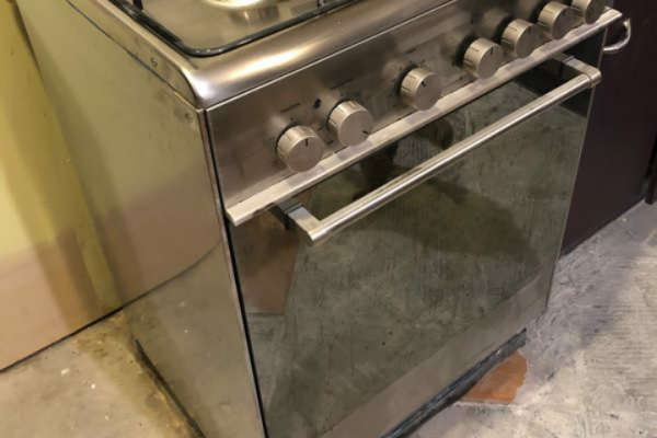 Delonghi freestanding oven with gas hob