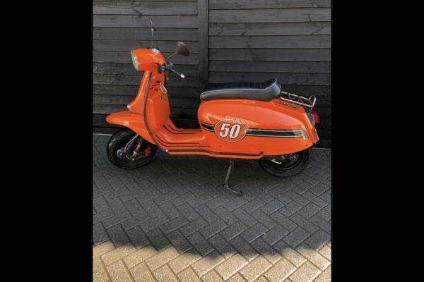 Motorcycle Scomadi TL50