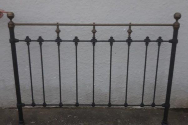 Queen bed frame (no mattress)